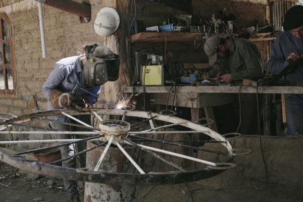 Learning to blacksmith during an Estancia Ranquilco internship